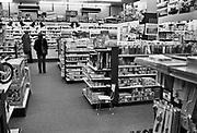 Nederland, Nijmegen, 20-11-1980Een winkel van speelgoedketen Bart Smit, tegenwoordig Intertoys .Foto: Flip Franssen