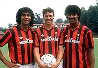 Fotball<br /> Italia<br /> Feature AC Milan<br /> Foto: Colorsport/Digitalsport<br /> NORWAY ONLY<br /> <br /> 10.08.1991<br /> AC Mailands prominentes holländisches Trio, v.li.: Ruud Gullit, Marco van Basten und Frank Rijkaard