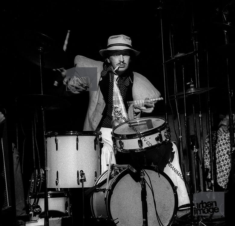 Alberto y Lost Trios Paranoias - Bruce Mitchell