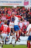 Fotball, Eliteserien, 31052004, Alfheim Stadion i Tromsø, Tromsø IL (TIL) - Vålerenga (VIF) 2-0, TILs  Miika Koppinen rager høyest<br /> FOTO: KAJA BAARDSEN/DIGITALSPORT