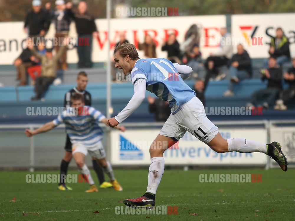 FODBOLD: Martin Koch (FC Helsingør) jubler efter sin scoring til 2-0 under kampen i 2. Division Øst mellem FC Helsingør og Herlev den 2. november 2014 på Helsingør Stadion. Foto: Claus Birch
