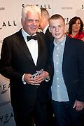 Première James Bond Sky Fall in Tushinski, Amsterdam.<br /> <br /> Op de foto:  Jan Slagter met zoon Diederik