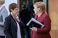 09 OCT 2019, BERLIN/GERMANY:<br /> Annegret Kramp-Karrenbauer (L), CDU, Bundesverteidigungsministerin, und Angela Merkel (R), CDU, Bundeskanzlerin, im Gespraech, vor Beginn der Kabinettsitzung, Bundeskanzöeramt<br /> IMAGE: 20191009-01-033<br /> KEYWORDS: Sitzung, Kabinett, Gespräch