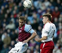 Fotball, 29. november 2003, Premier League, Aston Villa - Southampton 0-1,   James Beattie, Southamton, og Olof Mellberg, Aston Villa