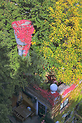 The Hundertwasserhaus, the first and most famous public housing project by Austrian artist and architekt Friedensreich Hundertwasser..Two classes from Vienna and Paris of partnering Steiner- (Waldorf-) Schools visit the house and its amenities.