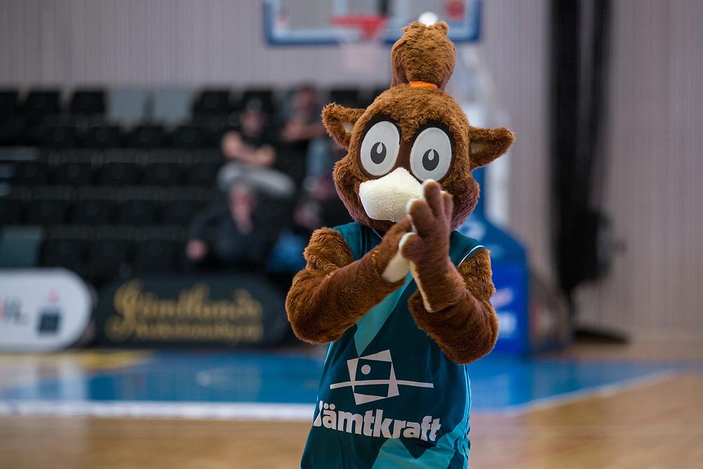 ÖSTERSUND 20210924<br /> Jämtlands maskot Elektra under fredagens match i Basketligan mellan Jämtland Basket och Nässjö Basket i Östersunds Sporthall<br /> <br /> Foto: Per Danielsson/Projekt.P