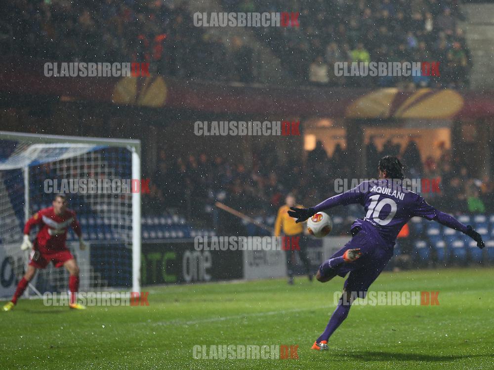 Alberto Aquilani (Fiorentina) skyder på mål.