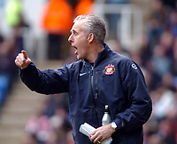 Picture: Henry Browne.<br />Date: 20/03/2004.<br />Reading v Sunderland Nationwide First Division.<br /><br />Mick McCarthy gets annoyed with his players.