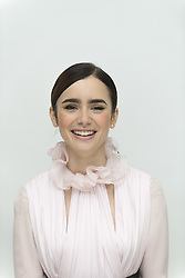 Lily Collins bei der Pressekonferenz zum Film Rules don't apply in Beverly Hills / 061016<br /> <br /> *** USA EMBARGO TILL NOVEMBER 06, 2016 *** Lily Collins, who stars in Warren Beattys first movie in 15 years, 'Rules don't apply', at the Four Seasons Hotel in Beverly Hills, CA, October 06, 2016 ***