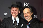 Robert Stadlober (li.) und Michael Ostrowski auf dem Roten Teppich anlässlich der Verleihung des 41. Bayerischen Filmpreises 2019 am 17.01.2020 im Prinzregententheater München.
