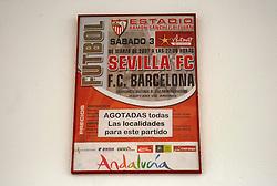 03-03-2007 VOETBAL: SEVILLA FC - BARCELONA: SEVILLA  <br /> Sevilla wint de topper met Barcelona met 2-1 / Stadion Ramon Sanchez Pizjuan - affichje Sevilla - Barcelona<br /> ©2006-WWW.FOTOHOOGENDOORN.NL