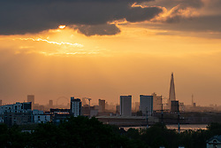 © Licensed to London News Pictures. 29/04/2019. London, UK. The sun sets over the skyline of London this evening. Photo credit : Tom Nicholson/LNP