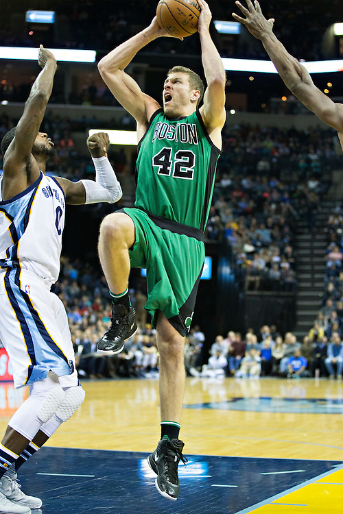MEMPHIS, TN - JANUARY 10:  David Lee #42 of the Boston Celtics goes strong to the basket during a game against the Memphis Grizzles at the FedExForum on January 10, 2016 in Memphis, Tennessee.  The Grizzlies defeated the Celtics 101-98.  NOTE TO USER: User expressly acknowledges and agrees that, by downloading and or using this photograph, User is consenting to the terms and conditions of the Getty Images License Agreement.  (Photo by Wesley Hitt/Getty Images) *** Local Caption *** David Lee