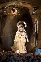 INTERIOR DE LA CAPILLA DEL SANTUARIO DE LA VIRGEN DEL CERRO (Inmaculada madre del divino corazón eucarístico de Jesús) CON LA ESTATUA DE LA VIRGEN Y SU ALTAR, SALTA, PROVINCIA DE SALTA, ARGENTINA