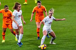 09-11-2018 NED: UEFA WC play-off final Netherlands - Switzerland, Utrecht<br /> European qualifying for the 2019 FIFA Women's World Cup - Sherida Spitse #8 of Netherlands, Alisha Lehmann #23 of Switzerland, Lia Walti #13 of Switzerland