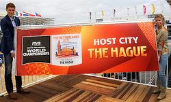 15-07-2014 NED: Persconferentie FIVB Grand Slam Beachvolleybal, Scheveningen<br /> Toernooidirecteur Bas van de Goor en gemeente Den Haag Nienke Nijenhuis onthullen het logo voor het WK