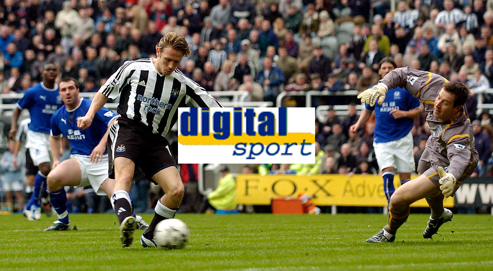 Photo. Jed Wee.Digitalsport<br /> Newcastle United v Everton, FA Barclaycard Premiership, St James' Park, Newcastle. 03/04/2004.<br /> Newcastle's Craig Bellamy (L) fires the ball past Everton goalkeeper Nigel Martyn for the opening goal.
