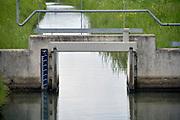 Nederland, Winssen, 5-5-2019Een kleine stuw van het waterschap rivierenland in een wetering, de Broeksche Leigraaf.Foto: Flip Franssen
