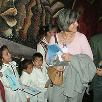 Ecatepec, Mex.- Marcelo Marsoli, oficial de UNICEF en México y Celia Aguilar, oficial de promoción de UNIFEM, durante una visita que realizaron a funcionarios municipales de Ecatepec para conocer las condiciones en que viven los niños de esta zona y poder colaborar con las autoridades con programas a favor de la niñez. Agencia MVT / Jose Israel Nuñez. (DIGITAL)<br /> <br /> <br /> <br /> <br /> <br /> <br /> <br /> NO ARCHIVAR - NO ARCHIVE