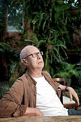 O jornalista e colunista social, Paulo Gasparotto em sua residência bairro Farroupilha, em Porto Alegre. FOTO: Jefferson Bernardes/Preview.com