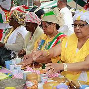 NLD/Amsterdam/20130701 - Keti Koti Ontbijt 2013 op het Leidse Plein, Surinaamse dames