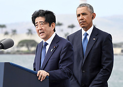"US-Präsident Barack Obama und Japans Premier Shinzo Abe beim Gedenken an die Opfer des japanischen Angriffs auf Pearl Harbor vor 75 Jahren / 271216<br /> <br /> <br /> <br /> ***Japanese Prime Minister Shinzo Abe gives a speech, along with U.S. President Barack Obama, at Pearl Harbor in Hawaii on Dec. 27, 2016, offering his ""sincere and everlasting condolences"" for those who died in the Japanese attack there in 1941.***"