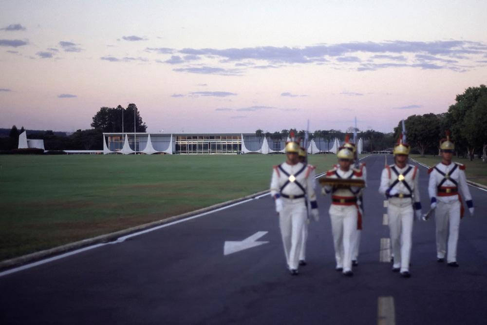 Brasilia_DF, Brasil...Dragoes Independentes em frente ao Supremo Tribunal Federal projetado por Oscar Niemeyer em Brasilia, Distrito Federal...The Dragoes Independentes in front of Supreme Federal Court, the highest court of law of the Federate Republic of Brazil, designed by Oscar Niemeyer...Foto: LEO DRUMOND / NITRO