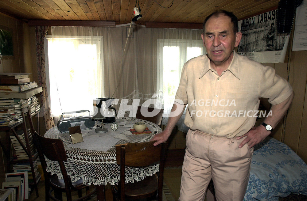 29.05.2003 Krynki woj podlaskie N/z bialoruski pisarz Sokrat Janowicz w swoim domu fot Michal Kosc / AGENCJA WSCHOD