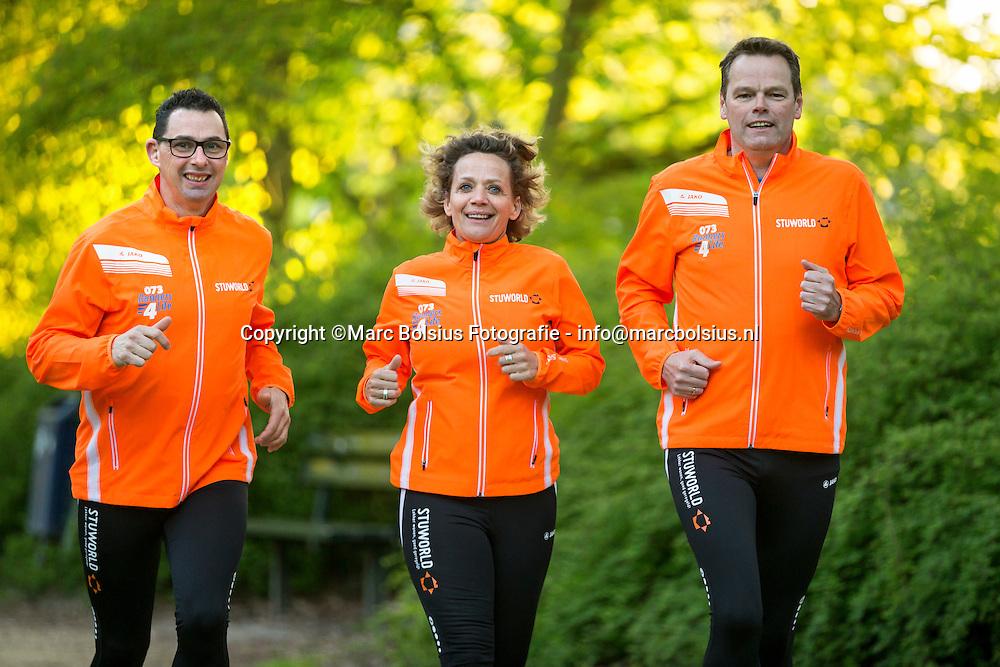 Nederland,  Vught,  Runners 4 Life lopen van Den Helder naar Maastricht. links Marco Vugts, Simone Verbeek en Ron Brink