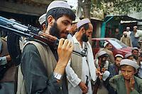 Pakistan, Khyber Pakhtunkhwa, zones tribales, boutique d'arme à Darra / Pakistan, Khyber Pakhtunkhwa, tribal area, arm shop at Darra