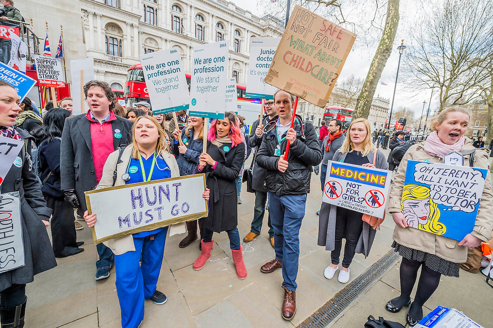Nurses and doctors march on the department of health in Whitehall - The picket line at St Thomas' Hospital. Junior Doctors stage another 48 hours of strike action against the new contracts due to be imposed by the Governemnt and health minister Jeremy Hunt.Nurses are protesting about the loss of their training bursaries in 2017.