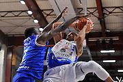 DESCRIZIONE : Beko Legabasket Serie A 2015- 2016 Dinamo Banco di Sardegna Sassari - Enel Brindisi<br /> GIOCATORE : David Logan<br /> CATEGORIA : Tiro Penetrazione<br /> SQUADRA : Dinamo Banco di Sardegna Sassari<br /> EVENTO : Beko Legabasket Serie A 2015-2016<br /> GARA : Dinamo Banco di Sardegna Sassari - Enel Brindisi<br /> DATA : 18/10/2015<br /> SPORT : Pallacanestro <br /> AUTORE : Agenzia Ciamillo-Castoria/C.Atzori