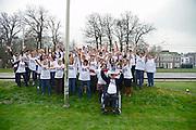 Nederland, Arnhem, 18-03-2014 Bij zorginstelling Vreedenhoff werd dinsdagmiddag een protestactie gehouden. Werknemers onderbreken het werk voor 1 minuut en maken een foto, groepsfoto die ze opsturen aan de vakbond Abva Kabo, FNVFoto: Flip Franssen