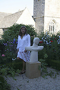 Emma Maiden, On form 06. Sculpture in Stone. Private view, Asthall Manor, Burford, 10 June 2006. ONE TIME USE ONLY - DO NOT ARCHIVE  © Copyright Photograph by Dafydd Jones 66 Stockwell Park Rd. London SW9 0DA Tel 020 7733 0108 www.dafjones.com
