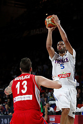 12.09.2014, City Arena, Madrid, ESP, FIBA WM, Frankreich vs Serbien, Halbfinale, im Bild France´s Batum (R) and Serbia´s Raduljica // during FIBA Basketball World Cup Spain 2014 semifinal match between France and Serbia at the City Arena in Madrid, Spain on 2014/09/12. EXPA Pictures © 2014, PhotoCredit: EXPA/ Alterphotos/ Victor Blanco<br /> <br /> *****ATTENTION - OUT of ESP, SUI*****
