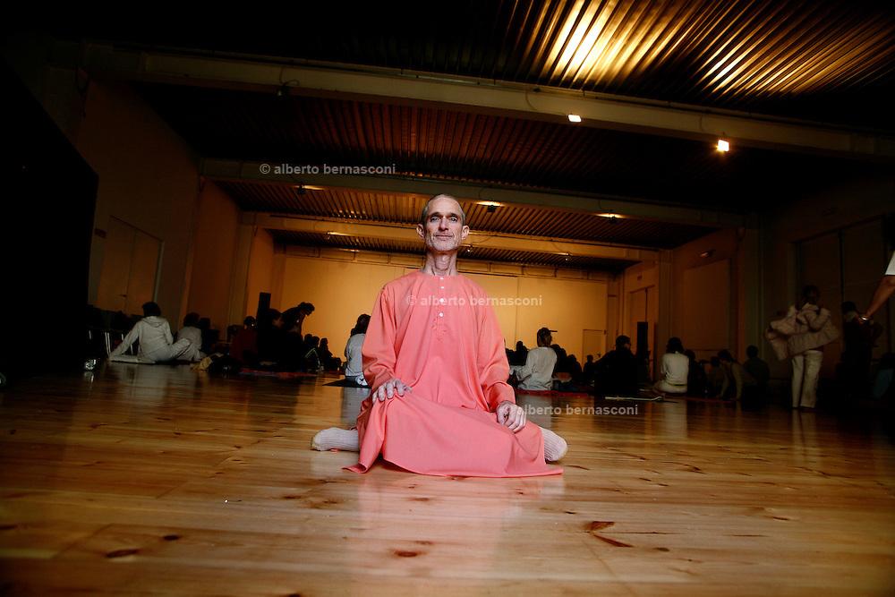 """Milano, festival dello yoga al superstudio. Swami RAMANANDA, presidente dell'integral Yoga Instituteof New York....Milan, yoga festival, Swami RAMANANDA, president of """" Integral Yoga Institute of New York"""""""