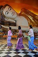 Myanmar (Birmanie), Pegu (Bago), bouddha couche Shwethalyaung // Myanmar (Burma), Pegu or Bago, Shwethalyaung sleeping Buddha