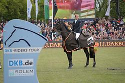 Lüneburg, Nisse, Calle Cool<br /> Hamburg - Hamburger Derby 2015<br /> 86. Deutsches Springderby<br /> © www.sportfotos-lafrentz.de/Stefan Lafrentz