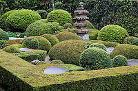 Kotokuji Garden, Tottori, has a small modern garden in front of the main temple building.  Kotokuji Tottori is adjacent to the more renowned temple Kannon-in.