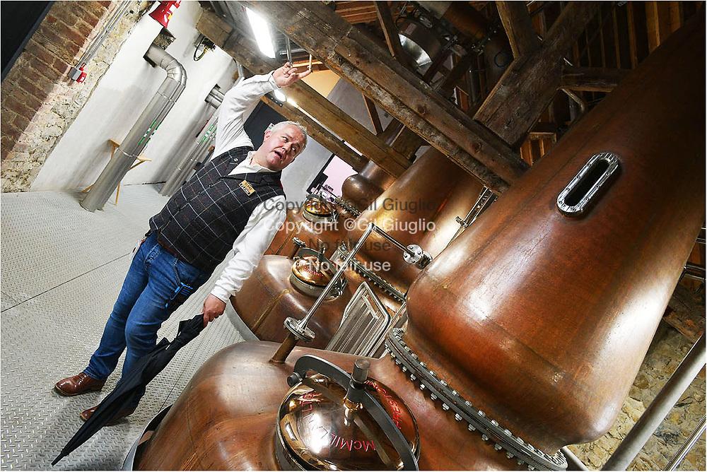 Ireland, Meath County, Boyne Valley, alambic of Slane Distillery of whiskey at Slane Castle (Model Release ok) // Irlande, comté de Meath, Vallée de la Boyne, alambic whiskey de la Slane Distillery au Slane Castle