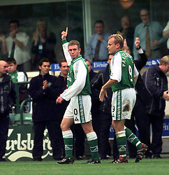 HIBS 1ST GOAL CELE - SCORER Kenny MILLER. HIBS V DUNDEE..©2010 Michael Schofield. All Rights Reserved.