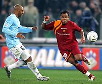 Fotball<br /> Italia Serie A 2005/2006<br /> Foto: Graffiti/Digitalsport<br /> NORWAY ONLY<br /> <br /> Roma 26.02.2006<br /> Lazio v Roma 0-2<br /> <br /> As Roma Amantino Mancini and SS Lazio Ousmane Dabo