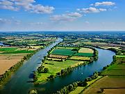 Nederland, Noord-Brabant, Gemeente Boxmeer; 27-05-2020; meanders in rivier de Maas, grens tussen Heijen (Noord-Limburg) links en Beugen (Noord-Brabant). Midden de hoofdtak van de rivier met Rijksweg A77, links de Oude Maas, deels afgedamd, evenals de oude riviertak  rechts (met jachthaven). <br /> Meanders in the river Meuse, border between Heijen (North Limburg) and to the right Beugen (North Brabant). In the middle the main branch of the river with Rijksweg A77, on the left the Oude Maas, partly dammed, as well as the old river branch on the right (with marina).<br /> luchtfoto (toeslag op standaard tarieven);<br /> aerial photo (additional fee required)<br /> copyright © 2020 foto/photo Siebe Swart