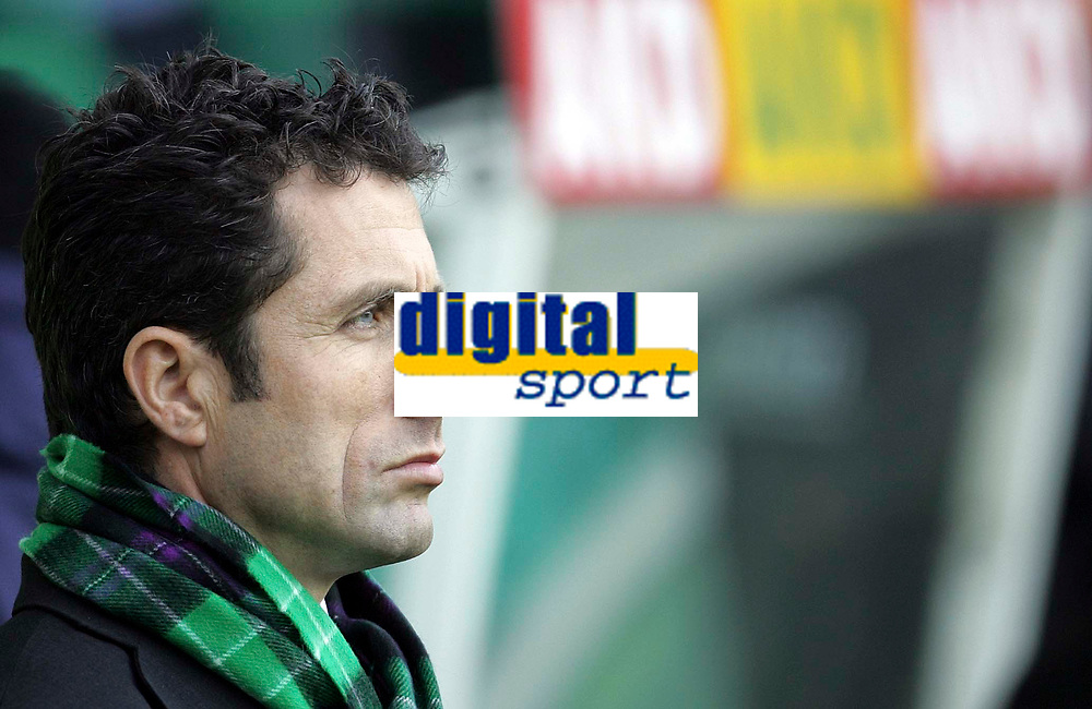 Photo: Paul Thomas/Sportsbeat Images.<br /> Hibernian v Dundee United. Clydesdale Bank Premier League. 24/11/2007.<br /> <br /> John Collins, manager of Hibs.