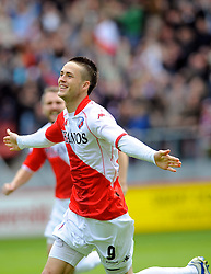 16-05-2010 VOETBAL: FC UTRECHT - RODA JC: UTRECHT<br /> FC Utrecht verslaat Roda in de finale van de Play-offs met 4-1 en gaat Europa in / Ricky van Wolfswinkel scoort de 1-0<br /> ©2009-WWW.FOTOHOOGENDOORN.NL