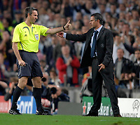 Photo: Richard Lane.<br /> Barcleona v Chelsea. UEFA Champions League, Group A. 31/10/2006. <br /> Referee, Stefano Farina talks to Chelsea manager, Jose Mourinho.