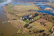 Nederland, Utrecht, Rhenen, 11-02-2008; Blauwe Kamer, nieuwe natuur aan de Neder-Rijn:het rivieroeverreservaat is ontstaan door het afgraven van de zomerdijk met als gevolg dat het natuurgebied regelmatig overstroomt; er ontwikkelen zich moerassen en ooibos (wilgen), Galloway runderen en Koniks paarden zorgen voor de begrazing; onderdeel van 'het Utrechts Landschap', het gebid is genoemd naar de voormalige steenfabriek, rechts van het bezoekerscentrum; kabelpont, pontver, pont, natuurreservaat, rivieroeverreservaat, natuurpark..luchtfoto (toeslag); aerial photo (additional fee required); .foto Siebe Swart / photo Siebe Swart