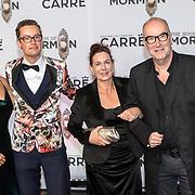 NLD/Amsterdam//20191003 - Première The Book of Mormda,. , Bart Chabot en partner Jolanda van den Burg met zoon Splinter
