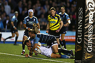 Peter Home of Glasgow Warriors dives over to score his teams 2nd try. Guinness Pro12 rugby match, Cardiff Blues v Glasgow Warriors Rugby at the Cardiff Arms Park in Cardiff, South Wales on Friday 16th September 2016.<br /> pic by Andrew Orchard, Andrew Orchard sports photography.