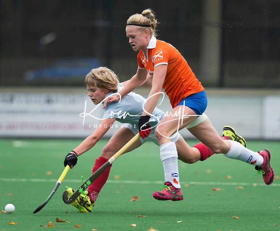 BLOEMENDAAL - Josien Galama van Bloemendaal tijdens de hoofdklasse competitiewedstrijd tussen de vrouwen van Bloemendaal en Wageningen (4-0). COPYRIGHT KOEN SUYK